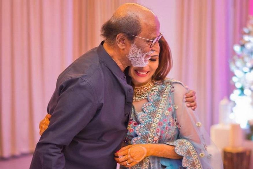 বিয়ের আগে, আবেগঘন মুহূর্তে বাবার সঙ্গে সৌন্দর্য ৷ Photo Courtesy: Twitter