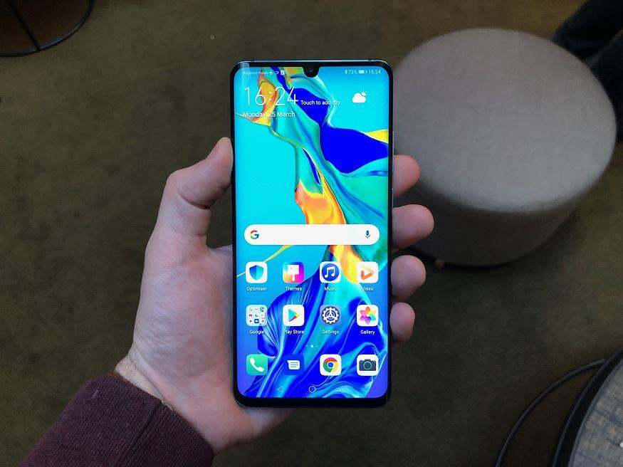 Huawei P30 Pro ফোনে থাকছে 6.47 ইঞ্চি FHD+ OLED ডিসপ্লে। ফোনের ডিসপ্লের নীচে থাকবে ফিঙ্গারপ্রিন্ট সেন্সার।