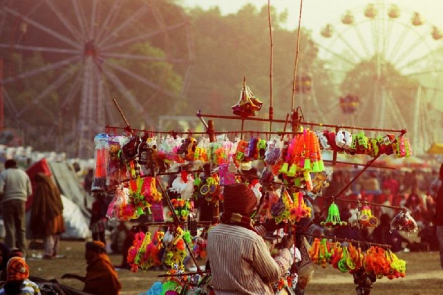 স্বামী-সোহাগী হতে বৈশাখের দ্বিতীয় দিন বউমেলায় মেতে ওঠে সোনারগাঁও