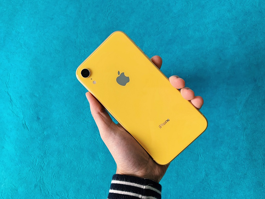 The price of the iPhone XR 64GB was Tk 76,900 to 59,900 rupees. The IPhone XR 128GB model is priced at 81,900, which is now reduced to 64,900 behind. And the price of the iPhone XR 256GB model was Tk 91.900 to 74.900 Rs.