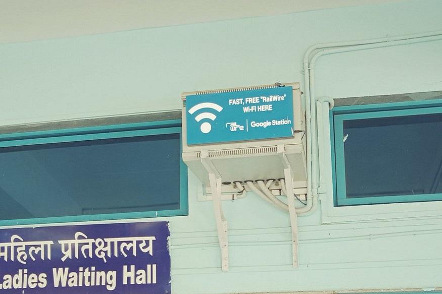 নেটওয়ার্কের কভারেজ এরিয়াতে এলেই RailWire Wi-Fi SSID দেখতে পাবেন।  RailWire Wi-Fi-এ ক্লিক করলেই একটি নোটিফিকেশন আসবে।