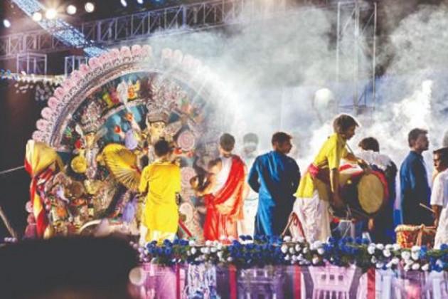 আজ পুজো কার্নিভাল, চূড়ান্ত পর্বের প্রস্তুতি পুজো কমিটিগুলির
