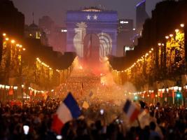 রঙ-রস-বর্ণের একটি সন্ধ্যা: An evening in Paris