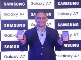 ৩টি ক্যামেরা-৫১২জিবি এক্সপ্যান্ডেবল মেমরি এবং... ফাটাফাটি Galaxy A7