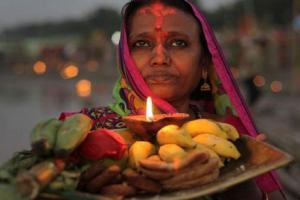 কী ভাবে ছট পুজো করতে হয়? জেনে নিন এর রীতি-আচার