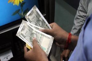 ATM-এ টাকা এল না, অথচ অ্যাকাউন্ট থেকে কেটে নেওয়া হল, এমন অবস্থায় পড়লে কী করবেন?