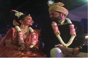 বিয়ে করলেন শ্বেতা বসু প্রসাদ, একেবারে বাঙালি সাজে দেখুন মাকড়ি অভিনেত্রীকে