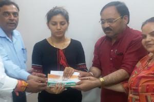 Lok Sabha Elections 2019: অভিনেত্রী-ডান্সার স্বপ্না চৌধুরি যোগ দিলেন কংগ্রেসে, দেখুন...