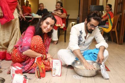 ঠাকুর ঘরে অর্পিতা চট্টোপাধ্যায়, বাড়ির লক্ষ্মীপুজোয় পাশাপাশি প্রসেনজিৎও