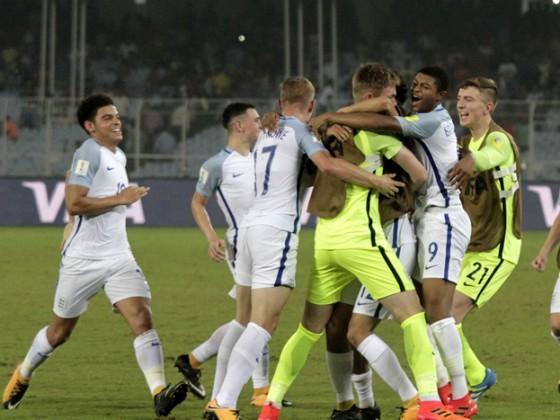 ফ্রান্সকে টাইব্রেকারে ৫-৩ গোলে হারিয়ে ইংল্যান্ড ফুটবলারদের উচ্ছ্বাস ৷ Photo: PTI