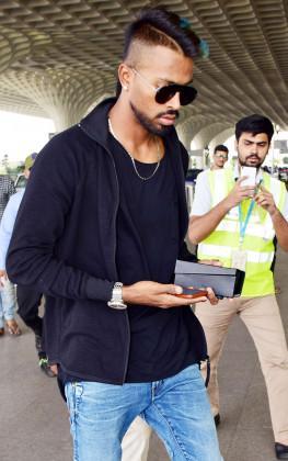 Stylish cricketer Hardik Pandya was spotted at Mumbai airport (Image: Yogen Shah)