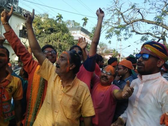ত্রিপুরায় জয়ের নিশ্চিত হতেই বিজেপি কর্মীদের উল্লাস ৷ (Image: Sougata Mukhopadhyay)