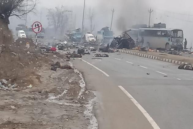 #PulwamaAttack: বিস্ফোরণে এত তীব্রতা ছিল যে জওয়ানের ছিন্নভিন্ন দেহ ছিটকে পড়েছিল ৮০ মিটার দূরে